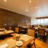 沖縄食材たっぷりのブッフェメニュー。ホテルレストランで女子会