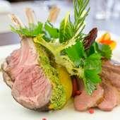 フルーツソースでいただく『鴨肉のロースト』など、肉の旨みを堪能する『木曜日・肉の日』