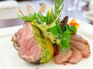 箸でほどけるほどやわらかい『牛バラ肉の赤ワイン煮』