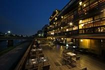 川床ディナーをお楽しみいただけるのは5月1日~9月30日のみ!
