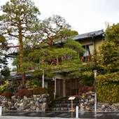 目の前に広がる嵐山と保津川の景観を楽しめる食事処