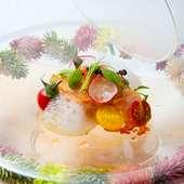 『燻製 宮城県産帆立 葉わさび 赤貝のベーコン キャビアのカプセル フルーツトマトのエアー』