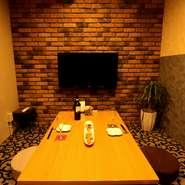 デートや女子会、接待にもご利用ができます。プライベートな空間で、くつろぎながら料理を楽しむことができます。 TV、DVD完備!