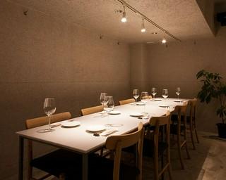 「A5ランク高森和牛ステーキ」を囲みながらワインで乾杯。