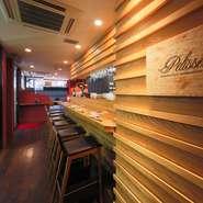 契約農家から直接仕入れている野菜の、色合いや鮮度の質は極上です。焼くことで、野菜の甘みが引き出される『焼き野菜のバーニャカウダ』。口にすると、みずみずしい食感と旨みが広がります。