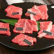 新鮮な国産黒毛和牛をその日の朝にミンチにしてお客様のペレット(焼石)でお好みに焼き上げてお召し上がりください。