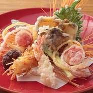 鮮度にこだわり厳選した「活魚」。素材の力が感じられる「近江野菜」と共に揚げた『天麩羅盛り合わせ』は食通の舌をも唸らせる逸品。サクッとした天婦羅と吟味されたお酒の絶妙な相性がより美味しさを引き立てます。