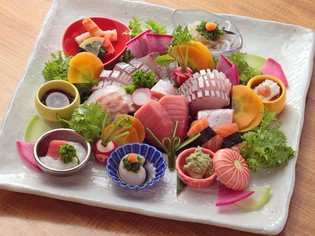 彩り美しく華やかに盛り付けた『お造里と近江野菜』