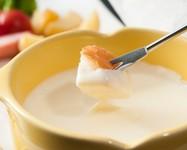 ハイジのラクレットチーズとチーズフォンデュが楽しめるチーズ好きには堪らないみんなで分け合う大皿料理♪