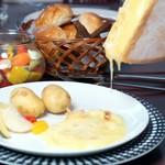 ハイジのラクレットチーズとチーズフォンデュが楽しめるチーズ好きにはたまらないコース♪