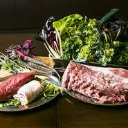 土の状態から丁寧に考え野菜づくりをしている「ひらひら農園」や「倭鴨」、「大和牛」など食材に恵まれている奈良県。定番だけでなく、素材の持ち味をそれぞれに生かした季節のメニューも楽しめるお店です。