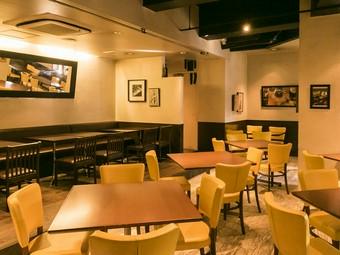 広々とした空間は、グループやパーティーに最適