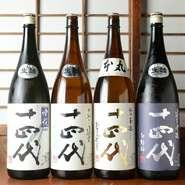 「紫さくら」では、店主選りすぐりの日本酒が揃います。九州といえば焼酎を想像しますが、近頃は日本酒に力を入れる酒蔵も多く旨い酒が数多く生み出されています。日本酒のラインナップは今後も増えていく予定。