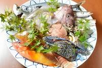 その日に入った新鮮なお魚を、お刺身、煮付け、塩焼き、酒蒸しなどお客様のお好みの調理法でご提供致します!