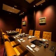ゆったりくつろげる個室では、接待や会食でのご利用がおすすめです。