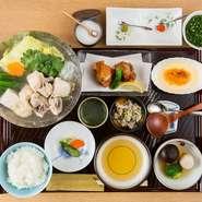 ・小鉢2品 ・水炊き小鍋 ・御飯 ・香物 ・デザート