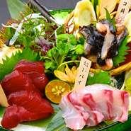 毎日の旬のこだわりの魚5種をお造りにしました。毎朝料理長が市場で自らの目で納得した魚を厳選して、仕入れを行っています。日によっては沖縄県産のレアな鮮魚に出会えることもありますよ!
