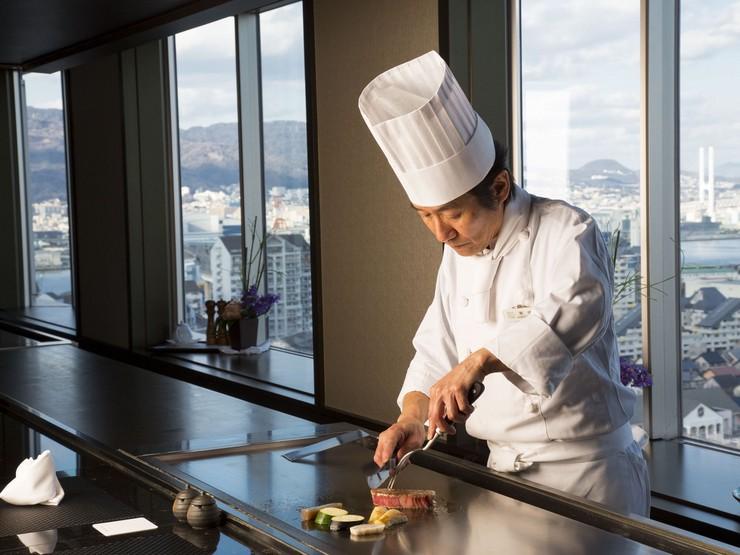 お客様の笑顔がなによりの喜び。楽しみを届けられる料理人に…