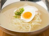 しっかりとコクがあり、飲み干したくなるスープの『若狭冷麺』