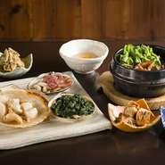 サザエ、マテ貝、ホッキをはじめ、珍しいものではナガラミ、シッタカなど、海鮮豊富な日本には多種多様な貝があり、四季折々の味が楽しめます。漁師から直接仕入れているものも多く、鮮度ではどこにも負けません。