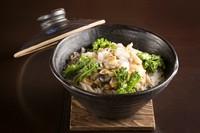 凝縮された貝の旨みが米1粒1粒にまで染み渡る『釜飯』二人前から