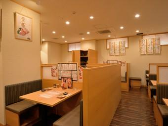 様々なシーンで利用できる、開放的な雰囲気の居酒屋
