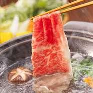 厳選された良質なお肉本来の美味しさを味わうなら『しゃぶしゃぶ』で。旨みが口いっぱいに広がります。