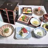 地産地消をひとつのテーマに、力強い粘り気が特徴な海老芋や、身が柔らかく、甘みのある大振りの千両ナスといった、多くの大阪産野菜が料理に取り入れられています。
