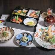 新鮮な旬の味覚を味わうお弁当に、お造りが付いた大変人気の御膳です。