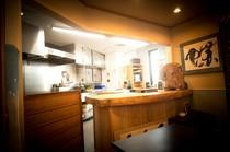 料理人が目の前で仕上げるキッチン付き個室