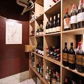 ワインは種類豊富にストック