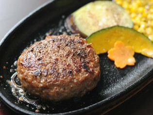 ジューシーな肉汁があふれる『伊萬里牛ハンバーグ』