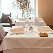 ディナーは食事慣れしている大人の男女や記念日に来てくださる方が多く、平日のランチはマダム、土日はご夫婦でみえる方が多いですね。親しい人と良い時間を過ごしたいという大人な雰囲気がかもし出されています。
