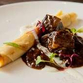 肉と野菜の旨みが凝縮された『神戸ビーフのクレープ包み』