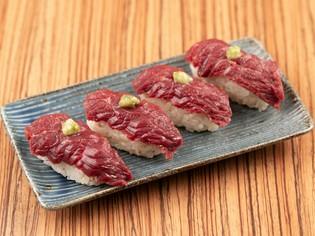 濃厚な味わいで、日本酒が進む『白鷹産 馬刺しの握り』