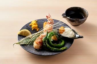 季節の移ろいをお料理から感じる贅沢なひと時をご堪能ください。
