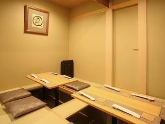 割烹料理を気取らずに、気軽にリラックスして味わえる日本料理店