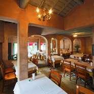 開放感のあるイタリアンレストランで記念日デート