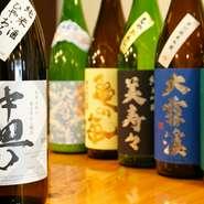 松本市中町の名酒「中甼(なかまち)」をはじめ、信州の誇る銘柄が勢ぞろい。四季折々の逸品と共にご賞味あれ。