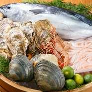 『旬魚』は、仕入れによって内容を変え、四季折々の美味しいものをご提供しております。海に面していない長野県だからこそ、海の幸の美味しさには徹底的にこだわりました。