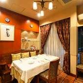 イタリアの家庭に招かれたような雰囲気の個室を2室ご用意