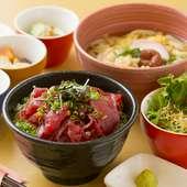 7種の中からミニ丼を選択。麺も丼も両方食べたい時に『ミニ中落ち丼』