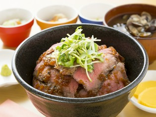 柔らかく旨み強く感じられる『青森県産 ローストビーフ丼』