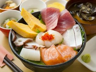 間近で水揚げされる豊富な海の幸と、美味しいお米