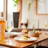 昼はランチ、夜はレストラン、あるいは気軽にワインと小皿料理を