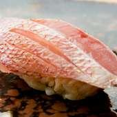 魚の甘みと昆布の風味が混ざりあう『春子の握り』