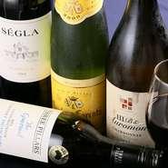 口当たりの優しい白、パンチのある赤、爽やかなスパークリング、知識を活かしたプレミアムなワイン。オーナーが試飲し、納得したモノを揃えています。