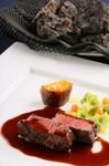 『道産牛の溶岩焼き』※料理は一例。仕入れに応じて変わります。
