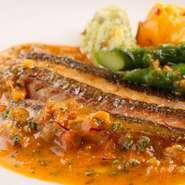 小樽でつくられた食材だけでは足りないとき、道産・近海ものなどを使います。四季折々の上質な食材を仕入れることを大切に。食材の形やお客様に合わせて、調理の方法も変えています。