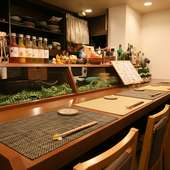 大人がゆっくりくつろげる落ち着きある空間とおばんざい料理の店